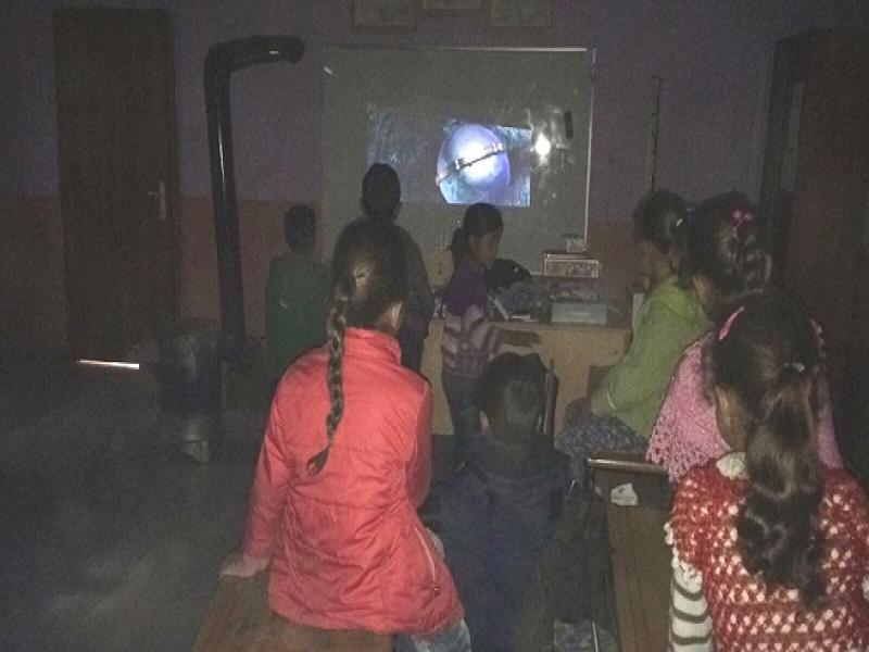 Genç AREDliler'den 4 İlkokula Projeksiyon Armağanı